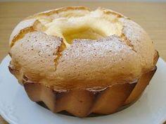 BIZCOCHO DE SALAMANCA o BOLLO MAIMÓN * 4 huevos * 100 gr. de azúcar * 150 gr. de Maizena * 1 chorreón de anís (o aguardiente) * Ralla... Yummy Treats, Delicious Desserts, Yummy Food, Bunt Cakes, Cupcake Cakes, Sweet Recipes, Cake Recipes, Spanish Desserts, Cheesecake Cake