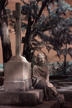 Bonaventure Cemetery, Savannah, GA.  photo by Dick Bjornseth