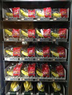 in Tokyo station Alva Noto, Vending Machines In Japan, Tokyo Station, Fruit Flies, School Snacks, Bananas, Phones, Snack Recipes, Japanese