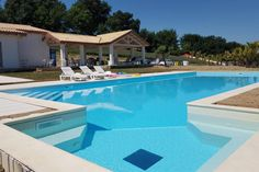 Villa in Monte San giusto, Italy. The Villa DeCarlonis has 5 bedrooms, all with en suite bathrooms and can accommodate up to 16/18 people. The Villa is a completely new building and has a private pool 7 meters wide by 18 meters long, with a large hot tub area and a Gajser !!  The ...