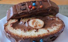 Úplně jednoduchá roláda, která chutná snad každému. Uvnitř banán a čokoládová nádivka. Mňamka!