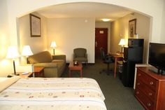 """Our suites include queen size sleeper sofas, microwaves, refrigerators, 37"""" flat screens & pillowtop mattresses"""