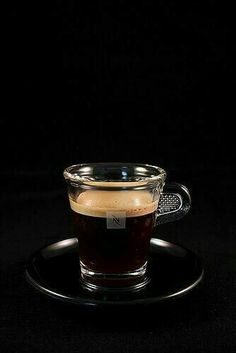 Great ways to make authentic Italian coffee and understand the Italian culture of espresso cappuccino and more! Brown Coffee, Espresso Coffee, Black Coffee, Nespresso, Coffee Cafe, Coffee Drinks, Italian Coffee Maker, Coffee Presentation, Starbucks