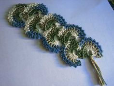 This crochet bookmark is based on a pattern available for free from CrochetRoo. I found it via Bookmark Collector.