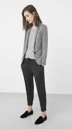 Business casual outfit is among the hardest to define. It's hard for women to acquire an appropriate and casual style for their work looks. Casual Work Outfits, Blazer Outfits, Business Casual Outfits, Office Outfits, Work Attire, Work Casual, Office Wear, Office Uniform, Casual Office