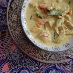 En enkel, snabb och god vardagsrätt som är populär bland både stora och små! Recept Krämig kycklinggryta med curry, 6 portioner Ingredienser Ca 1 kg kycklingfilé 3 dl frysta wokgrönsaker, tinade 1 …