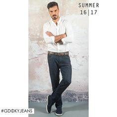 Aposte no jeans com lavagem escura para elaborar looks sofisticados! #Gdokymen #Casual #Gdokyjeans