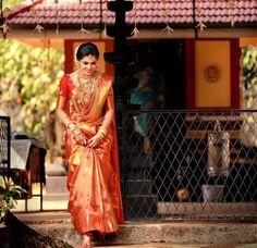 Pretty Bride from Kerala Kerala Hindu Bride, South Indian Bride Saree, Kerala Wedding Saree, Indian Wedding Bride, Indian Bridal Sarees, Bridal Silk Saree, Wedding Sari, Tamil Wedding, Indian Lehenga