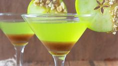 Caramel Apple Martini: 2 oz cup) sour apple-flavored schnapps 2 oz cup) butterscotch-flavored schnapps 2 oz cup) apple- or vanilla-flavored vodka. Perfect for Fall Party Drinks, Fun Drinks, Yummy Drinks, Alcoholic Drinks, Colorful Cocktails, Mixed Drinks, Martini Recipes, Cocktail Recipes, Drink Recipes
