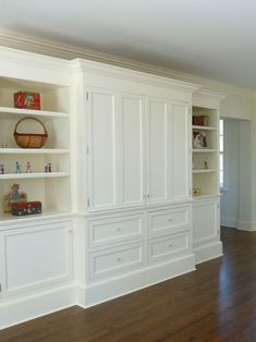 Traditional Home Media Cabinet Design, Pictures, Remodel, Decor and Ideas LOVE built ins Built In Tv Cabinet, Built In Wall Units, Tv Built In, Tv Cabinet Design, Bookshelves Built In, Bookcases, Bedroom Wall Units, Bedroom Built Ins, Living Room Built Ins
