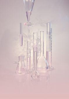 grazia favre synthetique LIQUIDE RVB copie Chemistry Art, Medical Wallpaper, Cosmetic Design, Science Art, Pink Aesthetic, Pharmacy, Still Life, Fragrance, Skin Care