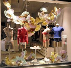 Intimissimi windows 2013, Vienna » Retail Design Blog