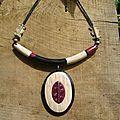 collier ethnique bordeaux ,noir ,bois clair. - les bijoux d'akak