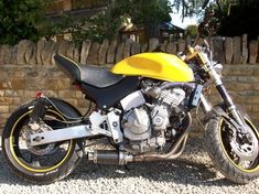 Honda Hornet with some lard off the arse! Single seater S/F, USD forks, exhaust mod. Cafe Racer Motorcycle, Hornet, Lifted Trucks, Scrambler, Custom Bikes, Bobber, Cars And Motorcycles, Old School, Forks