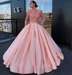 Liastublla gown.