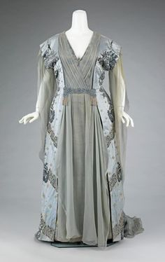 The House of Worth SO knew how to design plus sizes. 1910