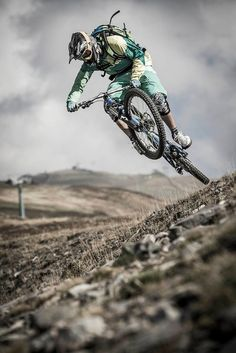 MTB Rider: Hannes Klausner Photo Credit: Daniel Geiger - get your downhill gear at downhill. Mtb Downhill, Mtb Bike, Cycling Bikes, Mountain Biking, Foto Sport, Montain Bike, Bike Photography, Bike Style, Road Bikes