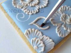 Brush Embroidery – Cookie Box Tutorial from Sweetambs Cookie Art Cookie Icing, Royal Icing Cookies, Cookie Box, Cookie Favors, Cookie Ideas, Cookie Recipes, Fancy Cookies, Cute Cookies, Summer Cookies