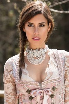 Find the perfect wedding dirndl - great designs and practical tips Maid Dress, Dress Up, Look Fashion, Womens Fashion, Dirndl Dress, German Fashion, Feminine Dress, Elegant Hairstyles, Classy Women
