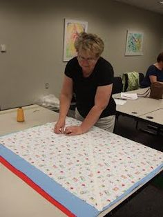 Excellent tutorial for making chenille blanket from flannel. Enjoy! Quilting Tips, Quilting Tutorials, Quilting Projects, Sewing Tutorials, Sewing Projects, Baby Quilt Tutorials, Patchwork Quilt, Chenille Blanket, Flannel Baby Blankets