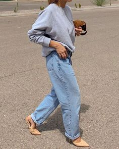 Looking for a new It denim trend to try for fall Fashion girls won't stop wearing grandpa jeans. Here's how to style and shop the top jeans trend. Loose Jeans Outfit, Mon Jeans, Denim Jeans, Zara Jeans, Athleisure, Pink Plus Size Dresses, Jean Outfits, Cute Outfits, Look Fashion