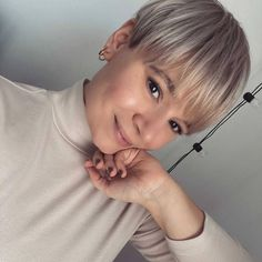 100+ Best Blonde Pixie Cuts and Pixie Cut Hairstyles You'll Want to See in 2021 Very Short Pixie Cuts, Short Sassy Haircuts, Best Pixie Cuts, Haircuts For Fine Hair, Short Bob Hairstyles, Short Hair Cuts, Layered Haircuts, Short Platinum Blonde Hair, Blonde Pixie Hair