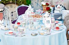 Find out how to throw an Alice in Wonderland tea party or a Mad Hatter's tea party with our beautiful collection of Alice in Wonderland party ideas. Alice In Wonderland Tea Party Birthday, Alice In Wonderland Cakes, Alice Tea Party, Alice In Wonderland Party Ideas, Mad Hatter Party, Mad Hatter Tea, Mad Hatters, Mad Hatter Birthday Party, Tea Party Table