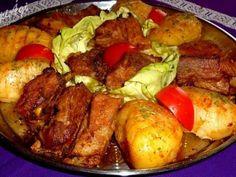 Sütőben sült sertés oldalas vele sült fűszeres krumplival Meat, Chicken, Pork Tenderloins, Food, Beef, Meal, Essen, Hoods, Meals