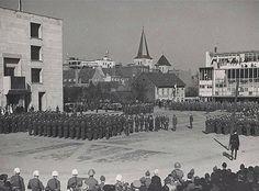 24 maart 1945, Koningin Wilhelmina bezoekt Heerlen. Er is een defilé met Amerikaanse en Engelse troepen