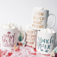 """Polubienia: 1,537, komentarze: 165 – Sarah, Chalkfulloflove® (@chalkfulloflove) na Instagramie: """"All Christmas mugs are live people! Some are already selling out! And remember $1 from each mug is…"""""""