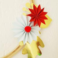 Détail d'une de mes couronnes de Noël en papier plié, un régal à réaliser et des possibilités infinies !