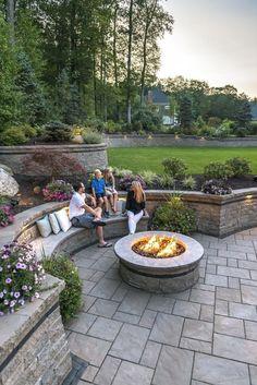 Garten Beacon Hill Flagstone patio with Estate Wall rataining walls - Photos Organic Gardening - The Backyard Seating, Backyard Patio Designs, Fire Pit Backyard, Deck Patio, Patio Table, Back Yard Patio Ideas, Backyard Ideas, Stone Patio Designs, Curved Patio