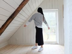 everyday and sporty outfit with culottes and sneakers