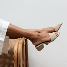 Minimal elegance, the Miyo Sand Suede Mule is a testament to our less is more ethos. Luxurious Suede top, lining and heel. Cute Shoes, Me Too Shoes, Trendy Shoes, Look Fashion, Fashion Shoes, Easy Style, Looks Street Style, Latest Shoe Trends, Dream Shoes