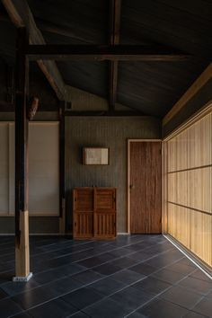 泉涌寺道の町家 / House in Sennyuji-michi | 森田一弥建築設計事務所 Japanese Style House, Traditional Japanese House, Japanese Modern, Japan Room, Asian House, Interior Styling, Interior Design, Natural Interior, Japanese Architecture