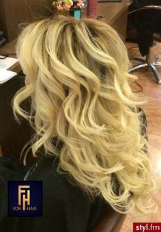 Sombre z Olaplex http://forhairsobieski.pl/ - Blond Rozpuszczone Kręcone…
