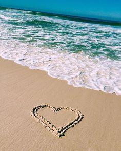 A-MAR  #napraiario #praiana #oapraia #beachlife #beachlover #céuemar #moradadomar #conchasdesereia #vibetropical #eusolar #vibenapaz