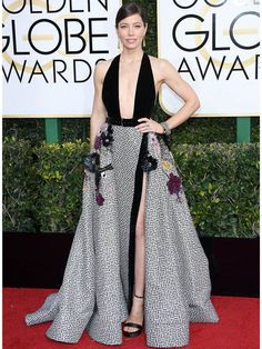 【ELLE】ジェシカ・ビール|第74回ゴールデン・グローブ賞のレッドカーペットドレスをチェック!|エル・オンライン