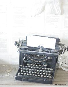 old typwriter.  www.24Homes.blogspot.com