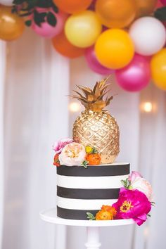 Bolo de abacaxi// Gold Pineapple Cake Kate Spade Inspired Colorful Wedding Inspiration Featured On Midwest Bride Pretty Cakes, Cute Cakes, Beautiful Cakes, Amazing Cakes, Pineapple Cake, Gold Pineapple, Pinapple Birthday Cake, Hawaiian Birthday, Fete Marie