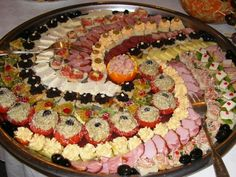 bucatarie romaneasca - Buscar con Google Finger Food Appetizers, Finger Foods, Appetizer Recipes, Morrocan Food, Food For A Crowd, Spooky Halloween, Creative Food, High Tea, Food Art
