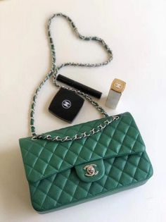 da57a0822309bb chanel handbags and clothes preowned ebay #Chanelhandbags Coco Chanel  Handbags, Chanel Bag Classic,