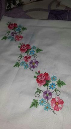 This Pin was discovered by Nur Cross Stitch Rose, Cross Stitch Borders, Cross Stitch Charts, Cross Stitch Designs, Cross Stitching, Cross Stitch Patterns, Embroidery Stitches, Hand Embroidery, Embroidery Designs