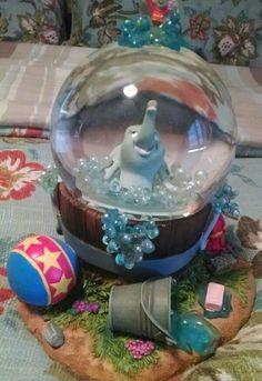 Dumbo Disney snow globe