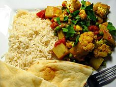 That looks AMAZING!!You are lucky. - 11件のもぐもぐ - My Friend Cooked  Aloo Gobi - Indian Spiced Cauliflower & Potatoes: With Naan & Basmati Rice #Indian cuisine #Bread #Vegetable #Rice #Christmas #Party #Holidays by Alisha GodsglamGirl Matthews