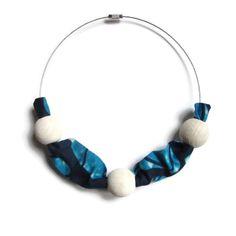 Collier cercle, collier ethnique, collier ethnique en bois, collier ethnique en perles, collier en wax et perles, tissu, perles bois @yende de la boutique yendecreations sur Etsy