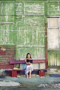 reading book_color by finomax, via Flickr