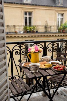 Mornings In Paris - Gal Meets Glam