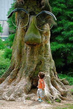 Antwerp Zoo, Belgium.  Photo: Vainsang via Flickr (eyes are bicycle wheels)
