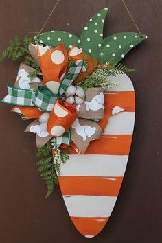 New Burlap Door Hangers Diy Initials Polka Dots Ideas Spring Crafts, Holiday Crafts, Holiday Decor, Easter Projects, Easter Crafts, Easter Ideas, Diy Osterschmuck, Burlap Door Hangers, Initial Door Hanger